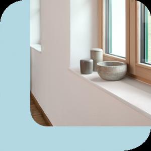 weiße Fensterbank im Innenbereich